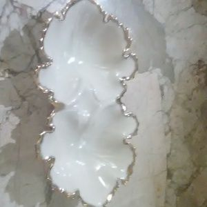 GREAT GOLD AND WHITE LEAF DISH GREAT FOR HOLIDAYS